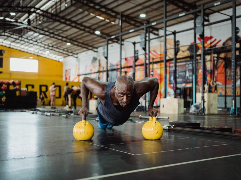 Diese seitliche Erhöhung wird Ihren Schultern eine extrem harte Zeit bereiten!